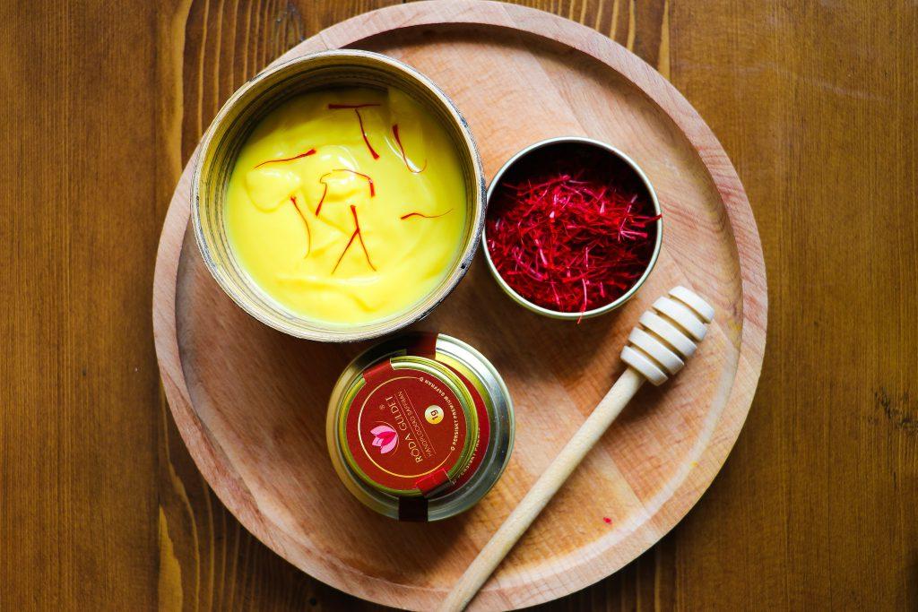 Saffron sauce ingredients